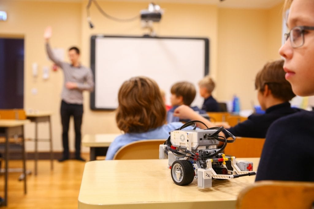 Tallinn Digital Summit. Introduction for elementary school children to coding through a robotics programme 37114982600