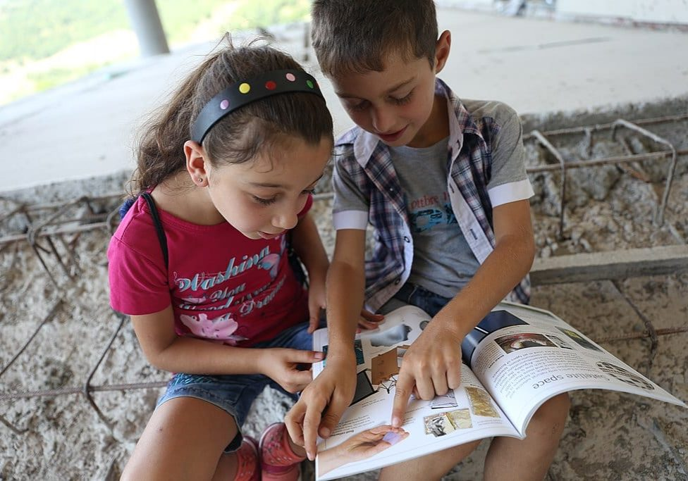 Children reading aloud
