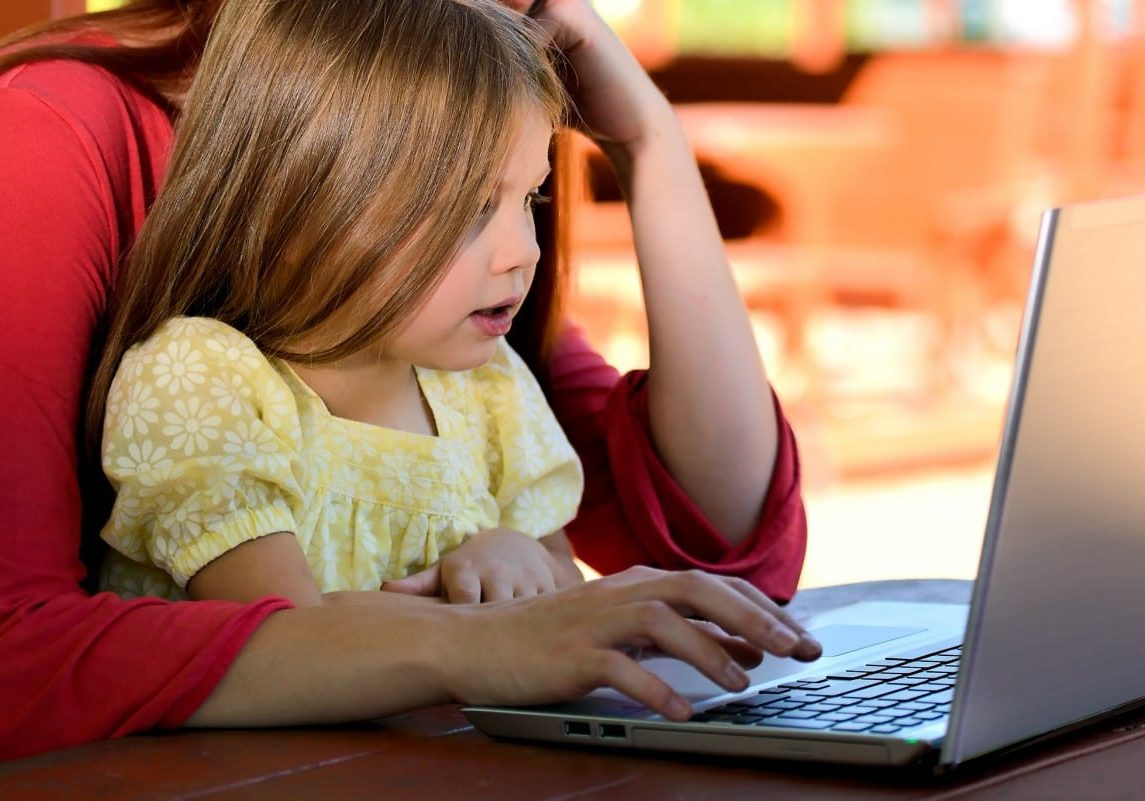 child girl young caucasian childhood daughter children computer 1057541 landscape
